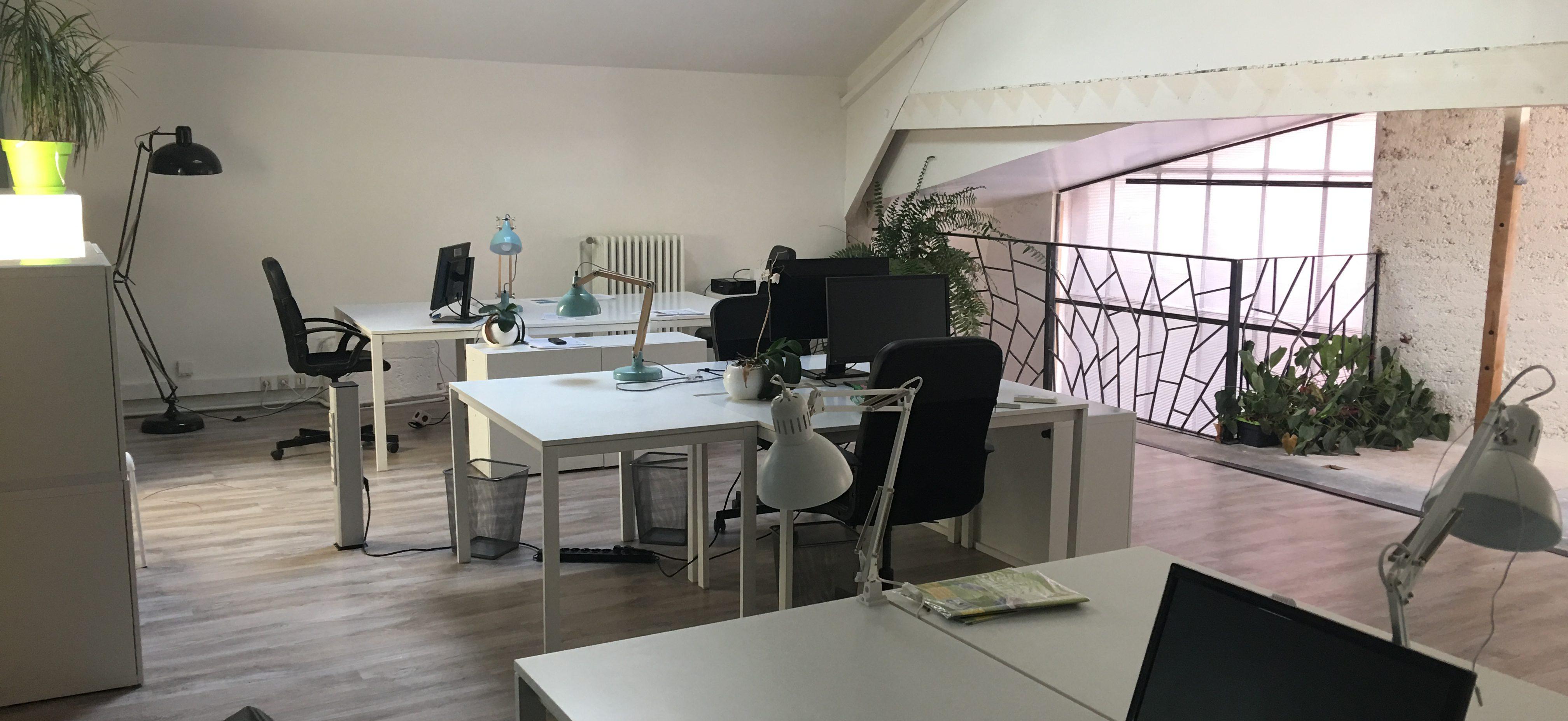 coworking pas cher lyon 100 mois pour louer un bureau atome. Black Bedroom Furniture Sets. Home Design Ideas